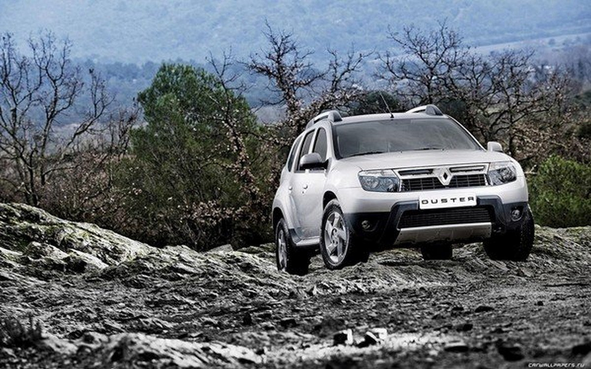 Renault Duster off-road white front