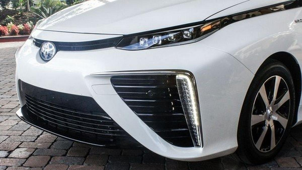 The front look of Toyota Mirai 2014