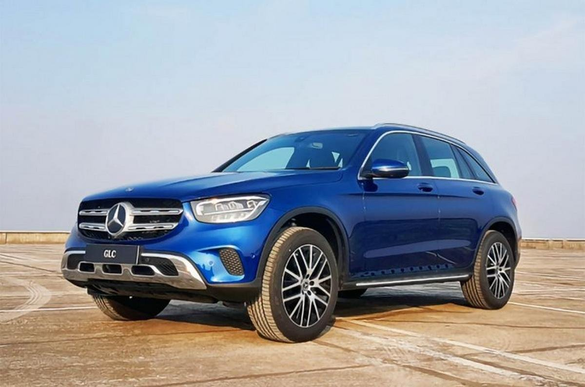 Mercedes-Benz GLC exterior front three quarters