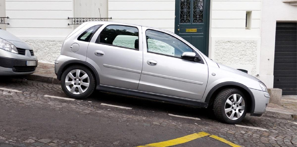 Use This Trick When Parking Your Vehicle On An Incline