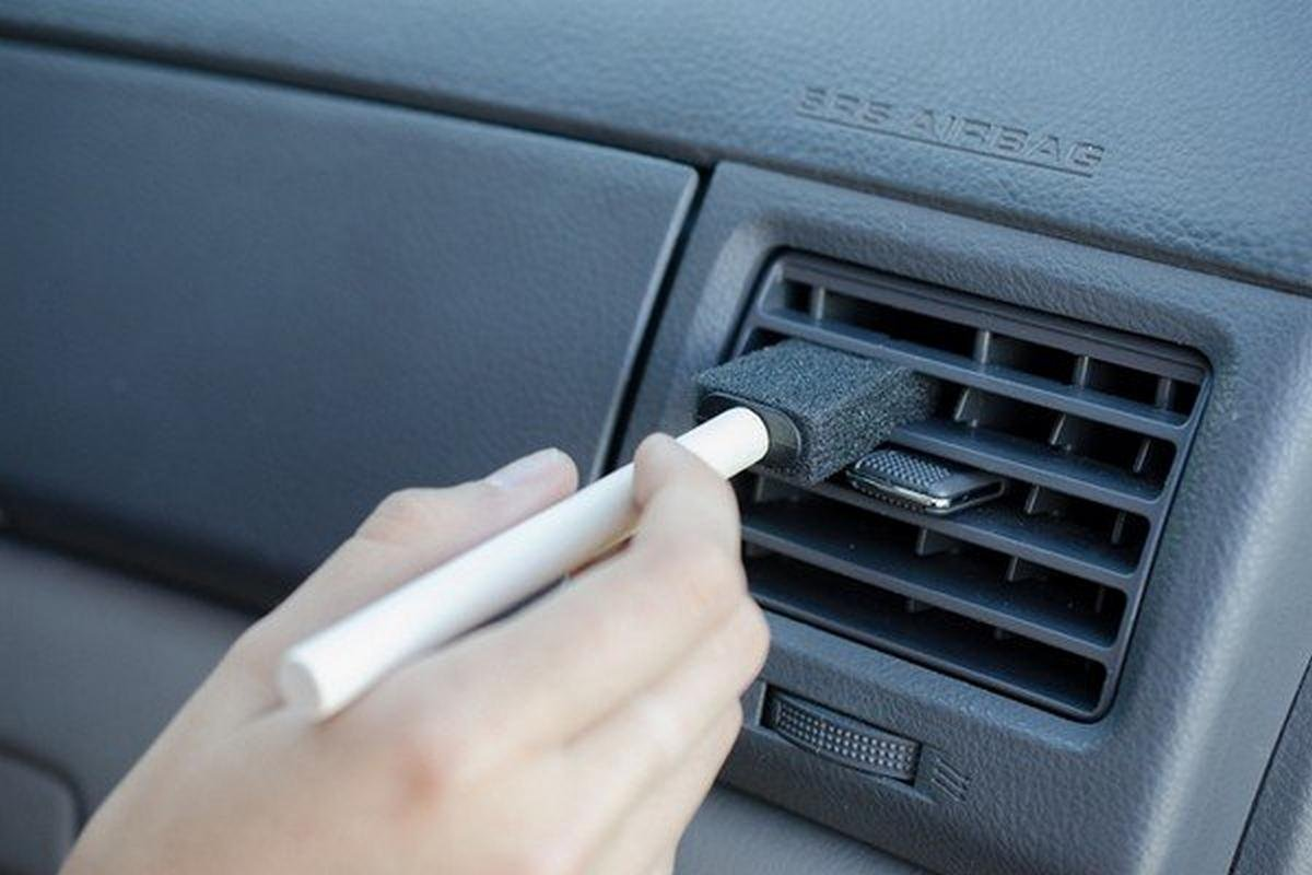 foam brush for cleaning air vents