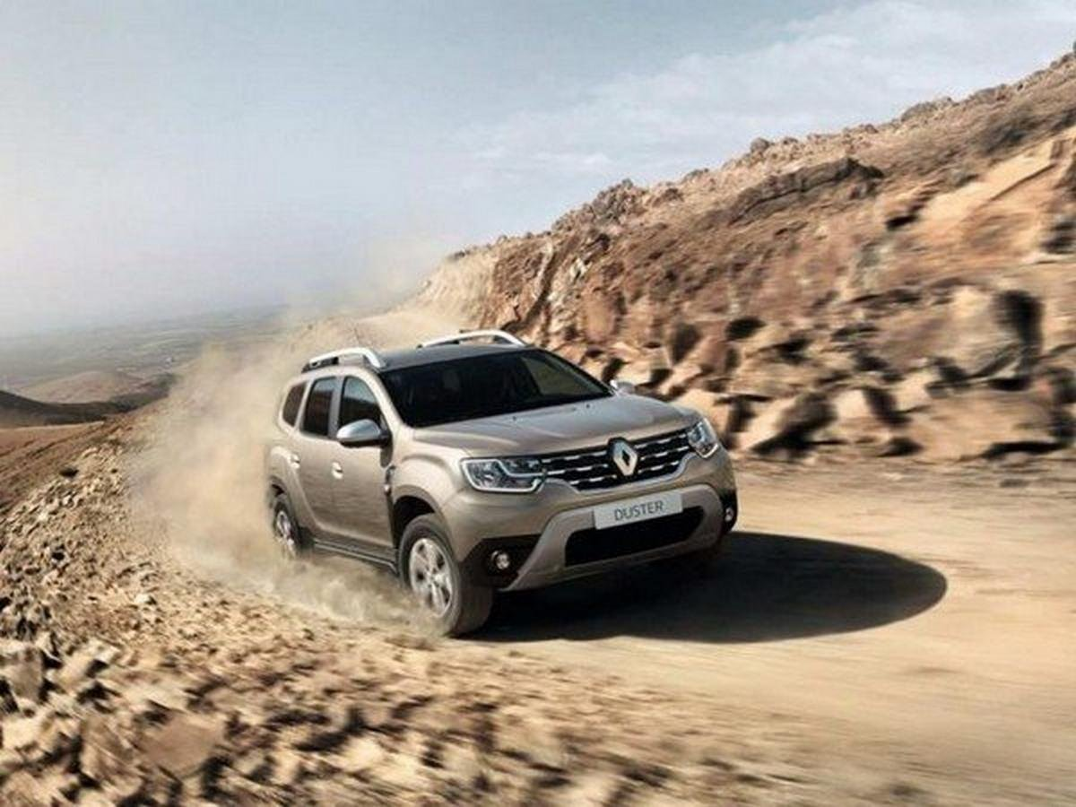 2019 Renault Duster travelling on sand