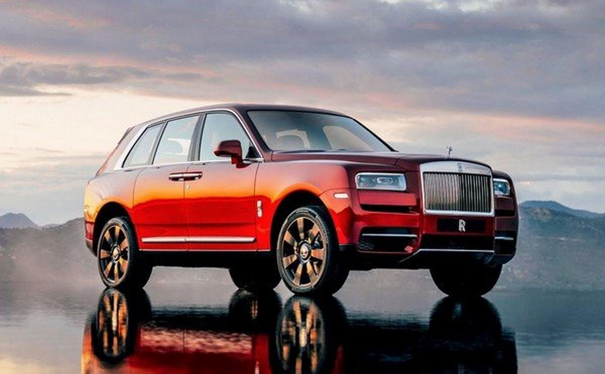 2018 Rolls-Royce Cullinan, red colour, front angular look