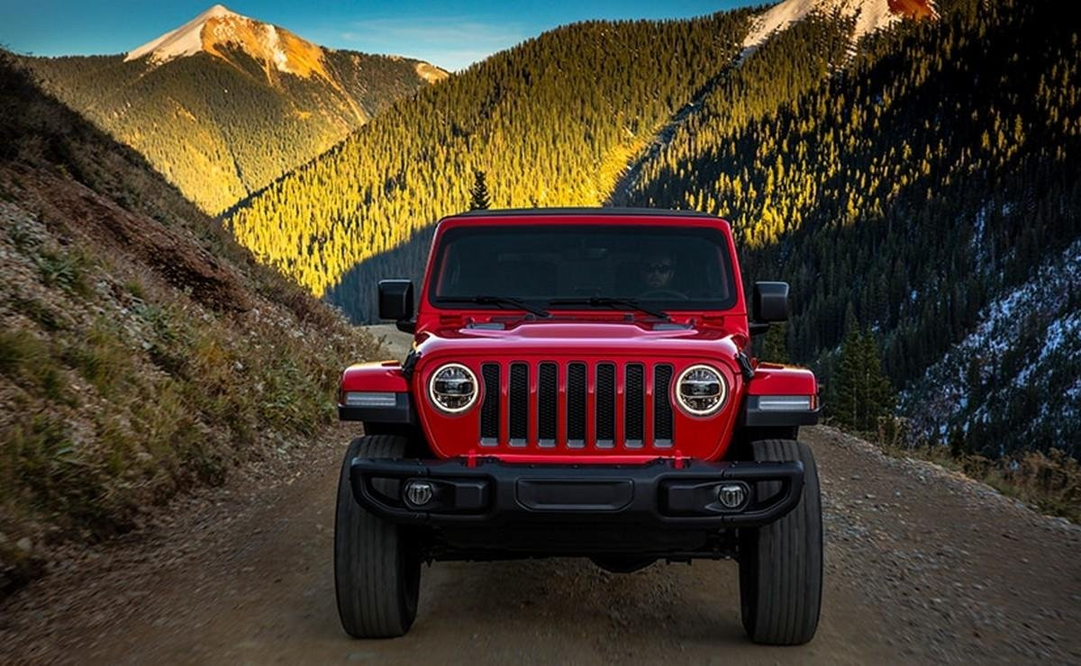 2021-jeep-wrangler-front-view-