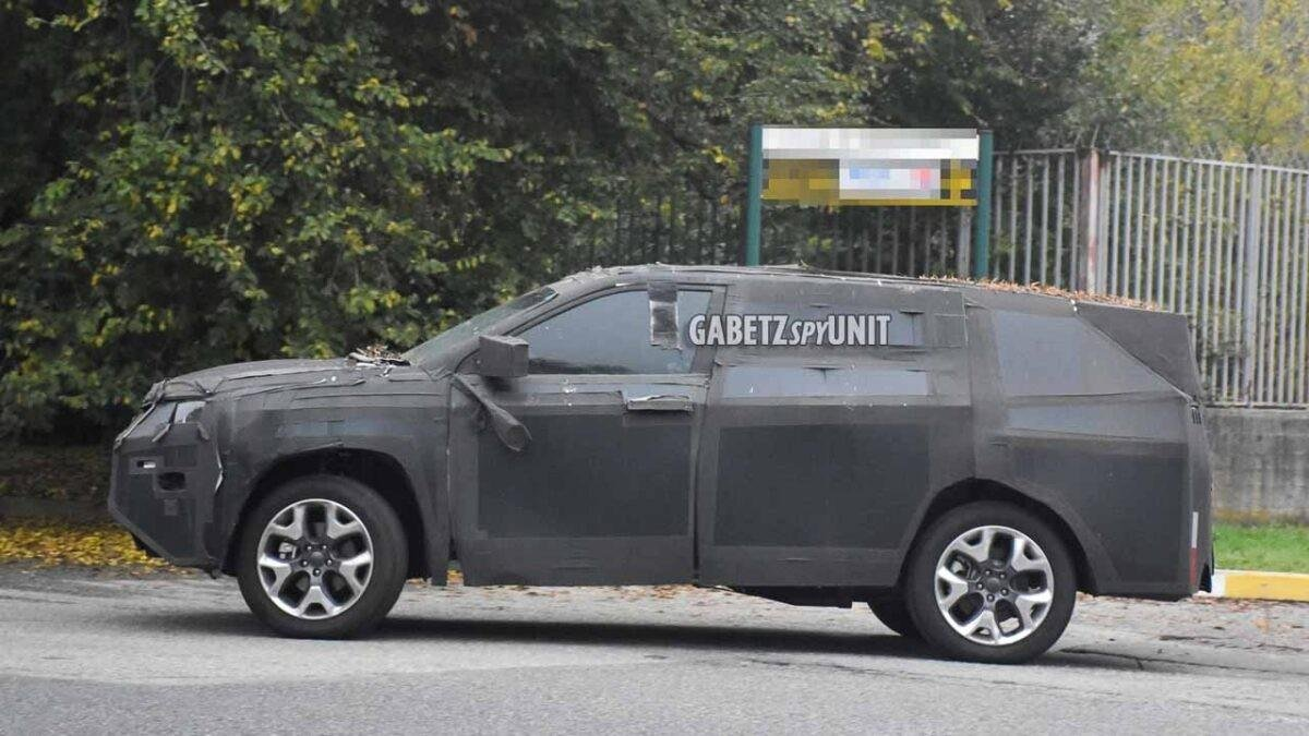 2022-jeep-h6-suv-spied-side-profile