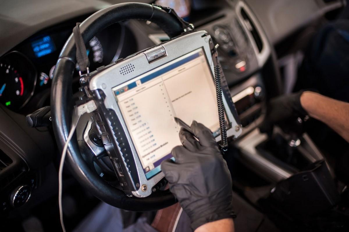 OBD-testing-inside-look-of-the-vehicle
