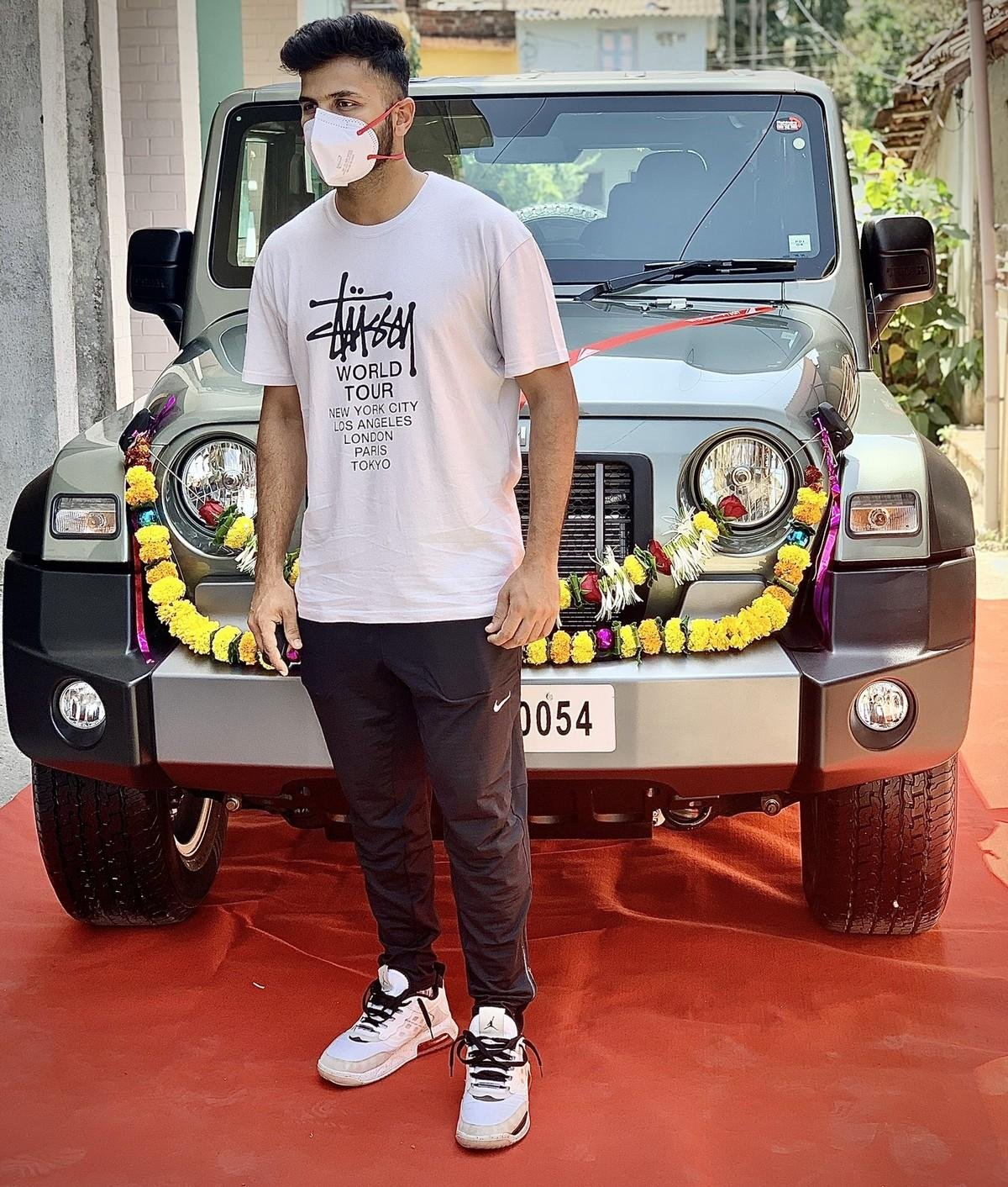 shardul-thakur-and-mahindra-thar