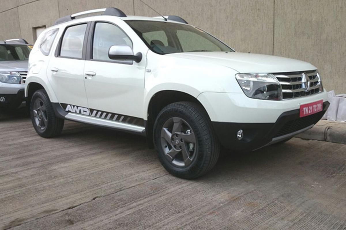 renault duster awd front three quarters