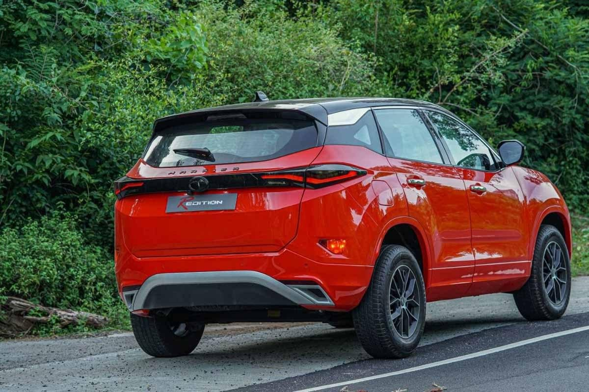 Rear-side-view-of-Tata-Harrier-R-Edition