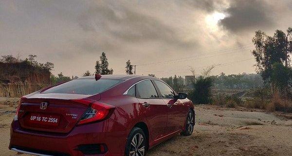 2019 Honda Civic red rear angle