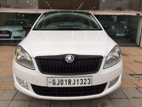 Used Skoda Rapid 1.5 TDI AT Ambition With Alloy Wheel 2015 by owner