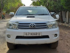 Used Toyota Fortuner 2.8 4WD MT 2010 for sale