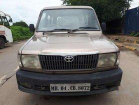 Used 2004 Toyota Qualis FS B4 MT for sale