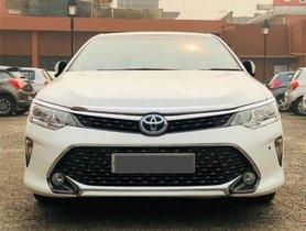 2015 Toyota Camry Hybrid Petrol AT in New Delhi