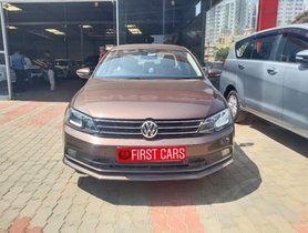 Volkswagen Jetta 2011-2013 2.0L TDI Highline AT 2016 for sale in Bangalore