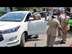 Cops Thrash Occupants of a Brand New Toyota Innova Crysta For Lockdown Violation
