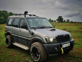 Old Mahindra Scorpio Modified To Tame Toyota Fortuner In The Wild