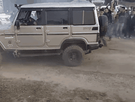 Watch Mahindra Bolero VS Mahindra Scorpio In A Tug Of War Challenge