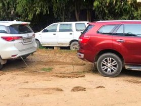 Ford Endeavour VS Toyota Fortuner In A Tug Of War