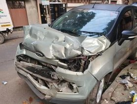 Ford EcoSport Crashes With Truck In Head-on Collision, All Passengers Safe