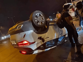 Kia Seltos (5-star NCAP) Turns Over After Driver Loses Control, None Injured
