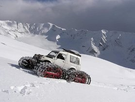This Maruti Gypsy With Tank Tracks Is A SNOW LEOPARD