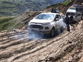 Ford EcoSport Struggles at Rohtang Pass, Shows Off its Pseudo-SUV Credentials