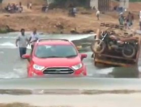 Ford EcoSport Crosses River Like a BOSS - VIDEO