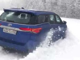 Watch Toyota Fortuner Sailing Thru Thick Snow