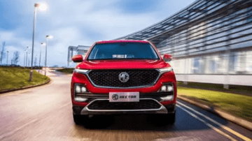MG Experience Centre - Driving fast in an MG SUV on a track | Feature