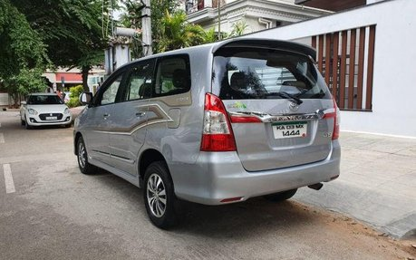Used Toyota Innova 2 5 Z Diesel 7 Seater Bs Iv Mt Car At Low Price 242304