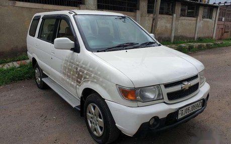 Used Chevrolet Tavera Neo Cars From 1 4 Lakh 2nd Hand Tavera Neo For Sale