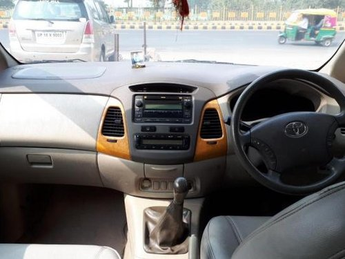 Good as new Toyota Innova 2010 for sale -0