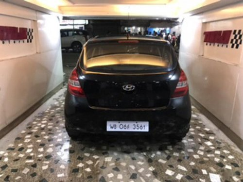 Black Hyundai i20 2011 by owner