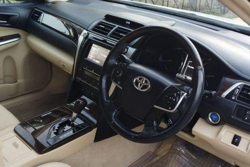 Used Toyota Camry 2.5 Hybrid AT car at low price