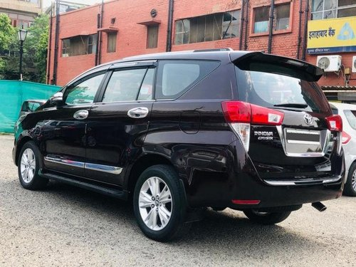 Used Toyota Innova Crysta 2.7 ZX AT car at low price
