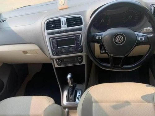 2015 Volkswagen Vento Highline Petrol AT in New Delhi