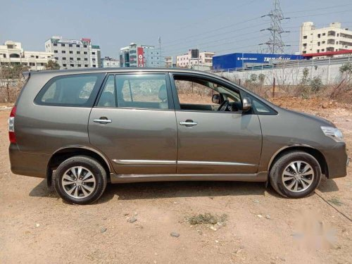 Toyota Innova 2.5 E 8 STR, 2015, Diesel MT in Hyderabad