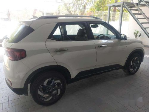Hyundai Venue SX, 2019, Diesel AT for sale in Panchkula -8