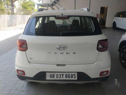 Hyundai Venue SX, 2019, Diesel AT for sale in Panchkula -4