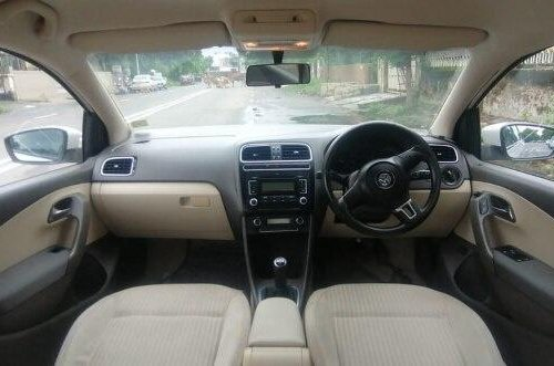 Volkswagen Vento 1.6 Highline BSIV 2012 MT in Ahmedabad -4