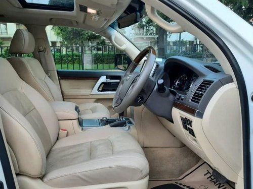 Used Toyota Land Cruiser VX 2016 AT for sale in New Delhi -14