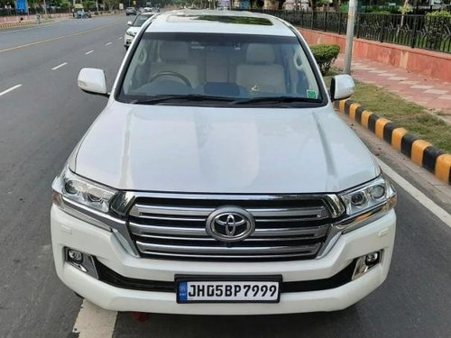 Used Toyota Land Cruiser VX 2016 AT for sale in New Delhi -19
