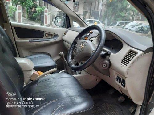 Toyota Innova 2011 MT for sale in Kolkata