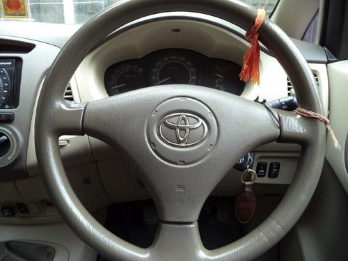 2006 Toyota Innova 2.0 G1 Petrol 8-seater MT in New Delhi