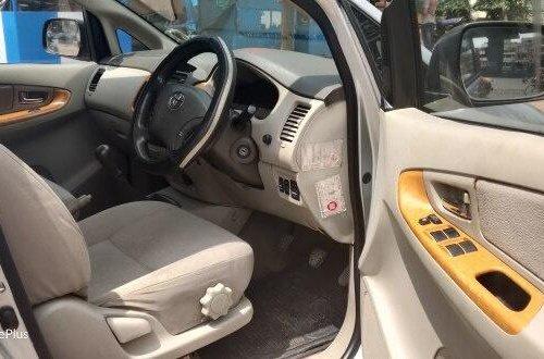 2009 Toyota Innova 2.5 V Diesel 8-seater MT in Kolkata