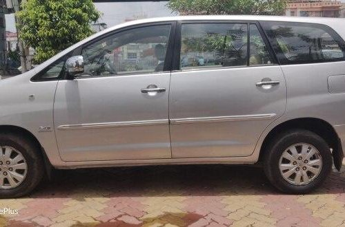 2011 Toyota Innova 2.5 V Diesel 8-seater MT in Kolkata