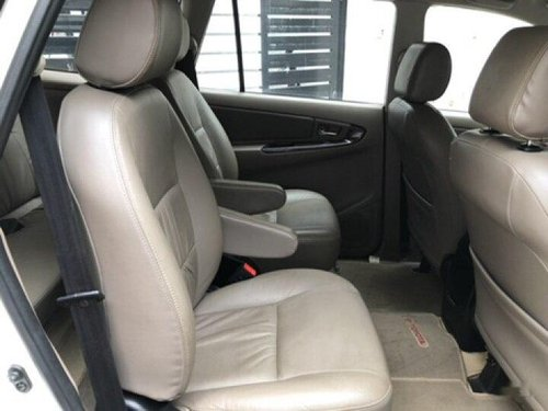 Used 2015 Toyota Innova MT for sale in Chennai -5