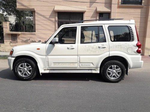 Used 2013 Mahindra Scorpio VLX AT for sale in New Delhi