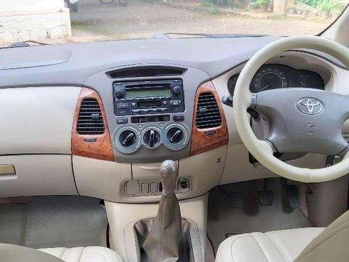 Toyota Innova 2.5 V 7 STR, 2007, Diesel MT in Kochi